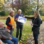 de cheque wordt overhandigd door mevrouw Joyce van Orsouw van Rabobank De Langstraat